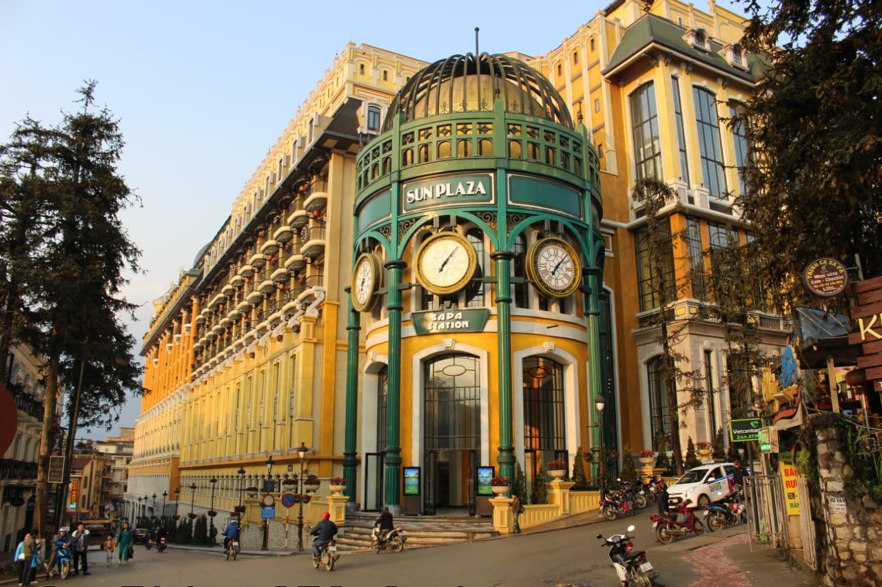 Dworzec kolejowy w Sapa, Wietnam północny.