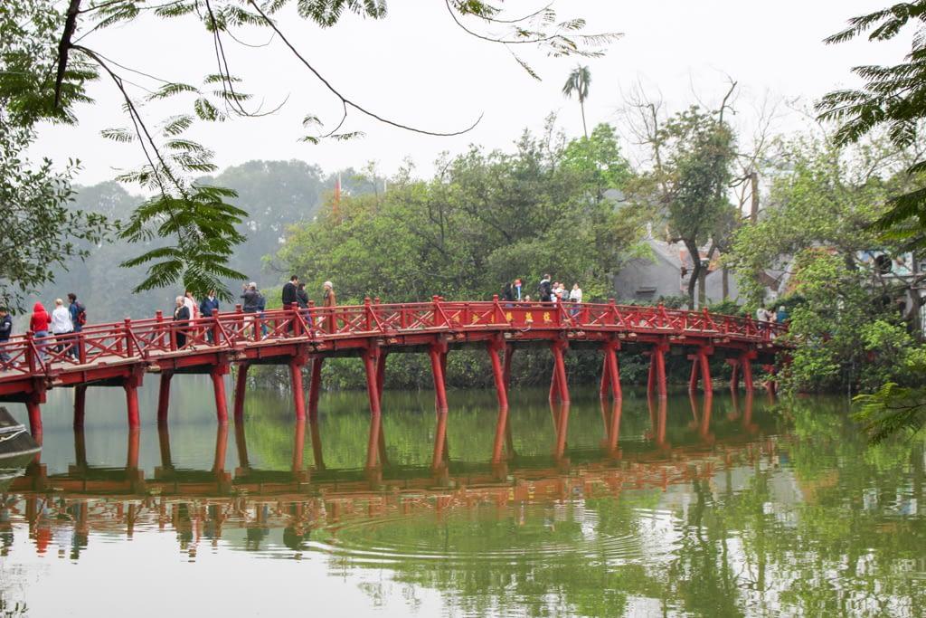 Jezioro Odwróconego Miecza - entum Hanoi i główny punkt orientacyjny, Stolica Wietnamu - Hanoi, marzec 2019 r.