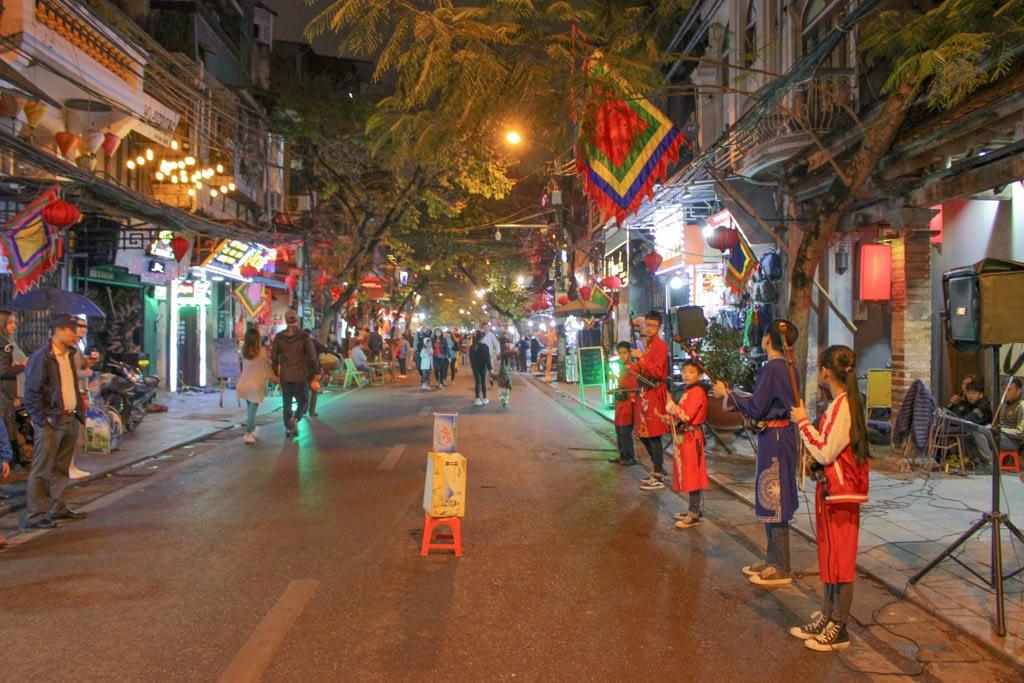 Nocne występy i koncerty w Hanoi, marzec 2019 r.