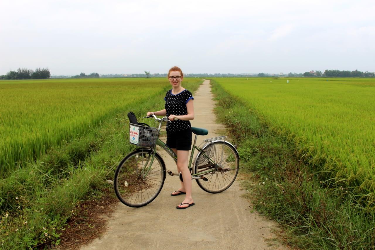 Wycieczka rowerowa w okolicy Hoi an, pośrodku pola ryżowego.