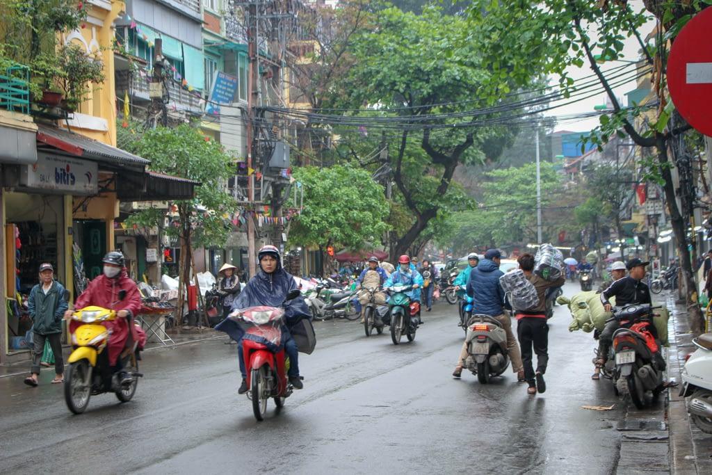 Ruch uliczny, stolica Wietnamu, Hanoi 2019 r.
