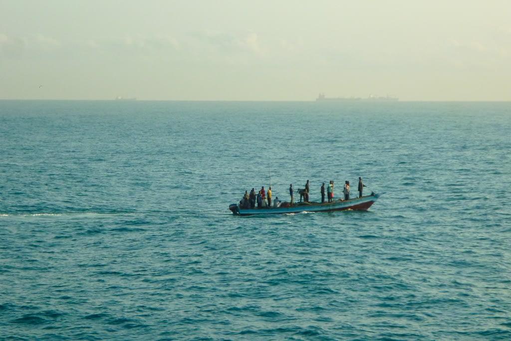 Rybacy zbierający sieci wczesnym rankiem, 2012 r.