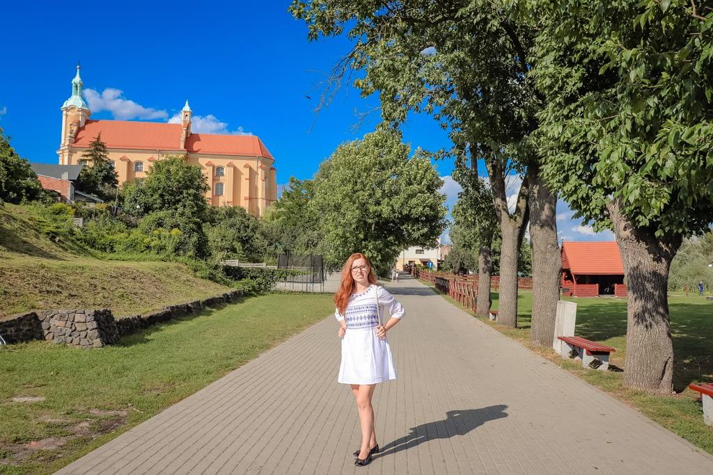 Promenada w Pyzdrach - widok na klasztor.