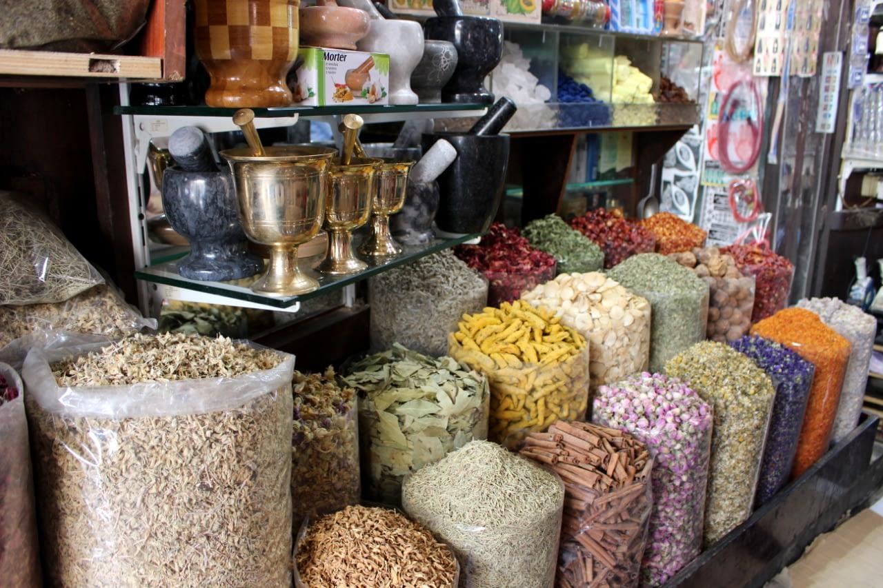 DUBAI TEXTIL AND SPICE SOUK - Targ przypraw i tekstyliów w Dubaju.