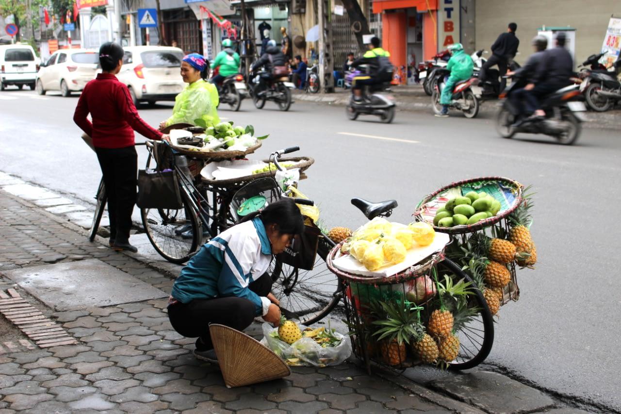 Uliczni sprzedawcy przekąsek w HUE, Wietnam 2019 r.